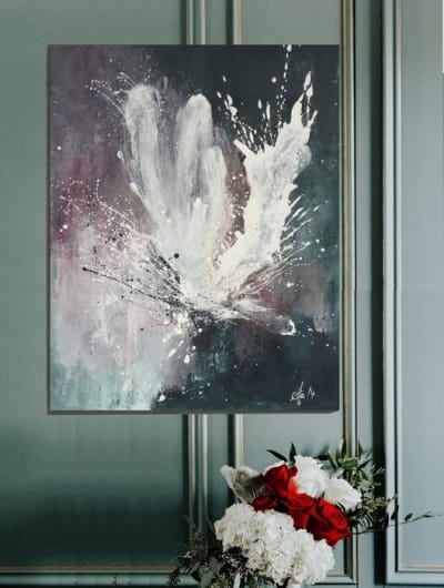 Картина акрил абстракция «Белый пион» - купить живопись для современных интерьеров Украина